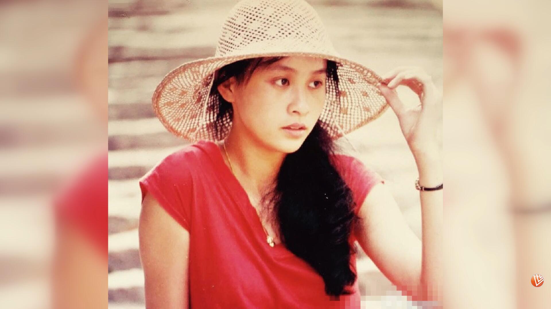 刘嘉玲晒18岁青涩少女照 别有一番妩媚甜美