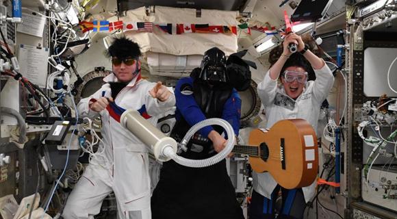 国际空间站宇航员庆祝万圣节