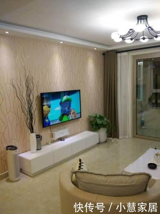 电视墙侧面放酒柜