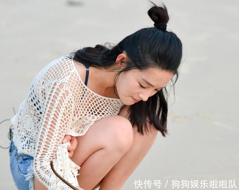 李沁与魏大勋海边玩耍照片被公布,网友表示偷