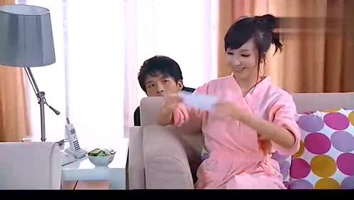 爱情公寓:胡一菲洗澡吕子乔竟偷溜进屋,被发现的一瞬间尴尬了