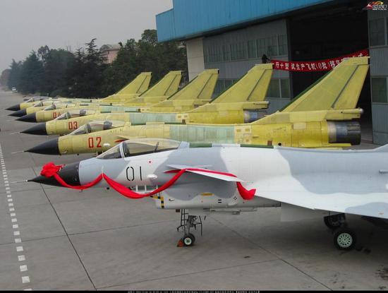 中国今年战机产量或超美5架 歼20和歼10共55架 - 李光鹏 - 李光鹏