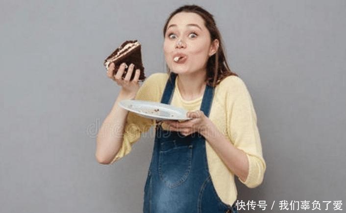 怀孕五个半月,孕妈吃甜食胎宝就动的很欢,胎宝说,妈妈少吃点
