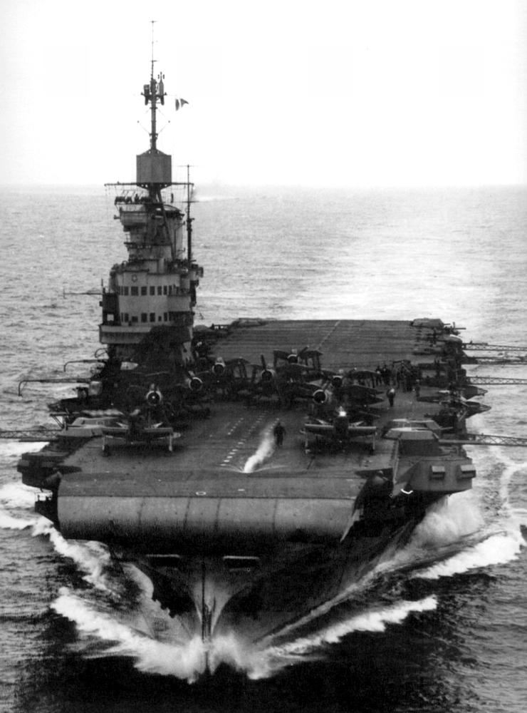 光辉级航空母舰
