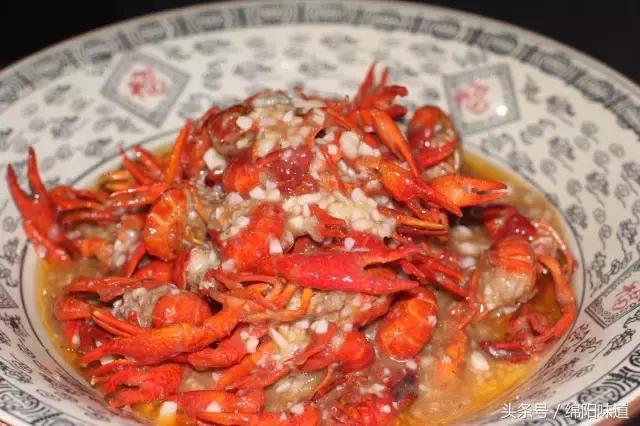 小龙虾一起下肚,奇异的美味直冲脑门,这才是绵阳夜宵的正确打开方式!