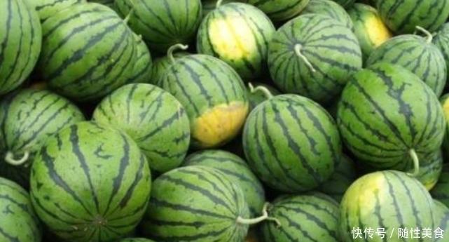 原来西瓜也分公母,果农教你几招,轻松挑出熟透皮薄甜西瓜