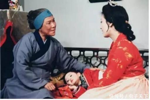 """<b>刘姥姥要离开贾府了,王熙凤平儿鸳鸯为什么纷纷都""""讨好""""她?</b>"""
