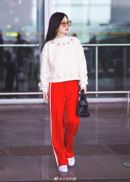 李小璐美美的机场街拍,结果是这样拍出来的图片