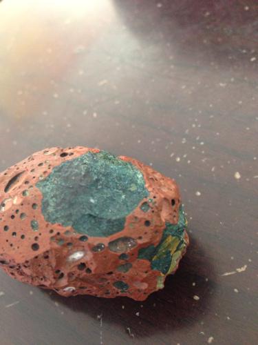 陨石内部紫红结构图片