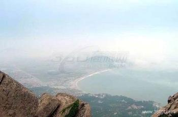 龙山风景区位于即墨市城区以西4公里处,包括龙山,干池山等.