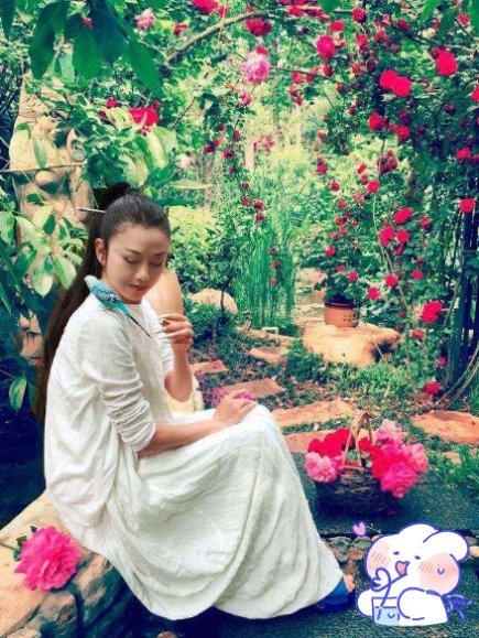 为了漂亮比杨丽萍还狠放弃做妈妈不晒太阳,52岁的她成了这样