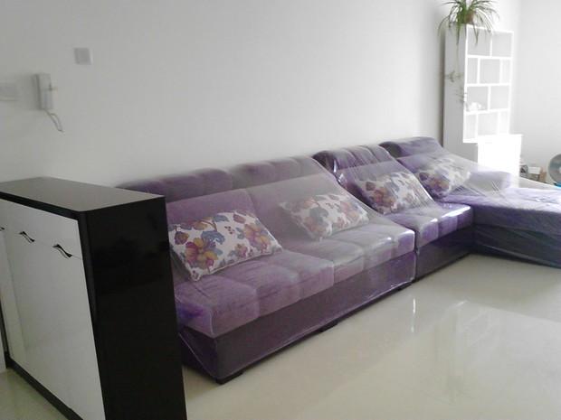 简约风格,客厅暗厅,墙白地浅 影视墙黑白灰条纹,深紫
