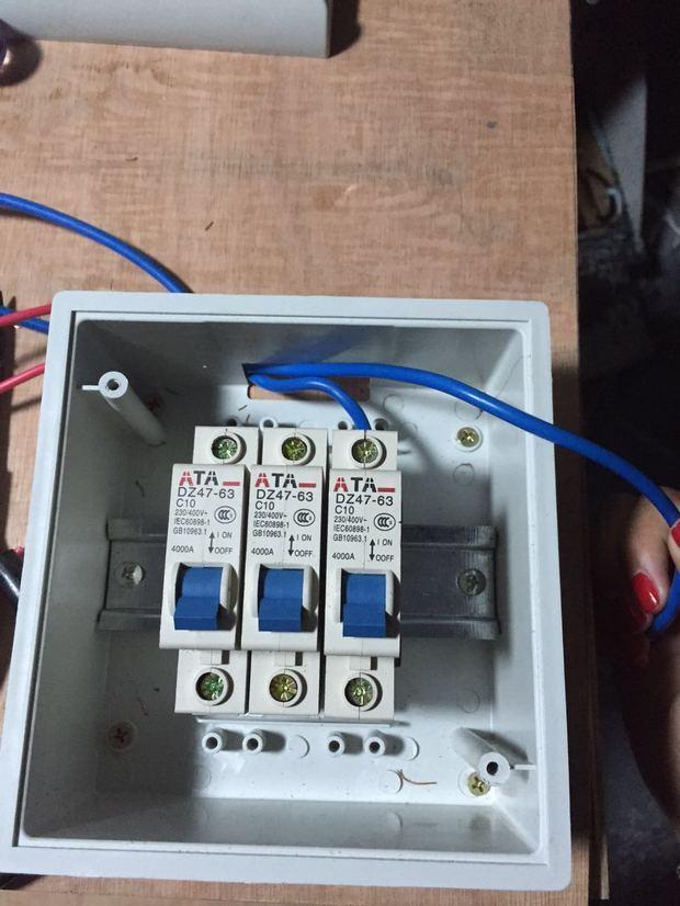 三个开关控制三盏灯怎么接线