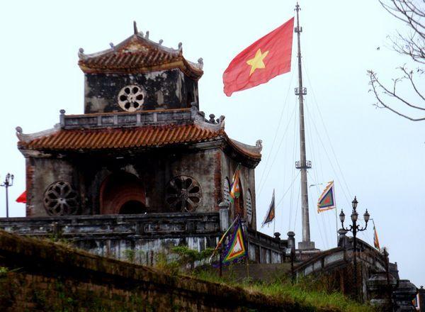北距越南首都河内654公里