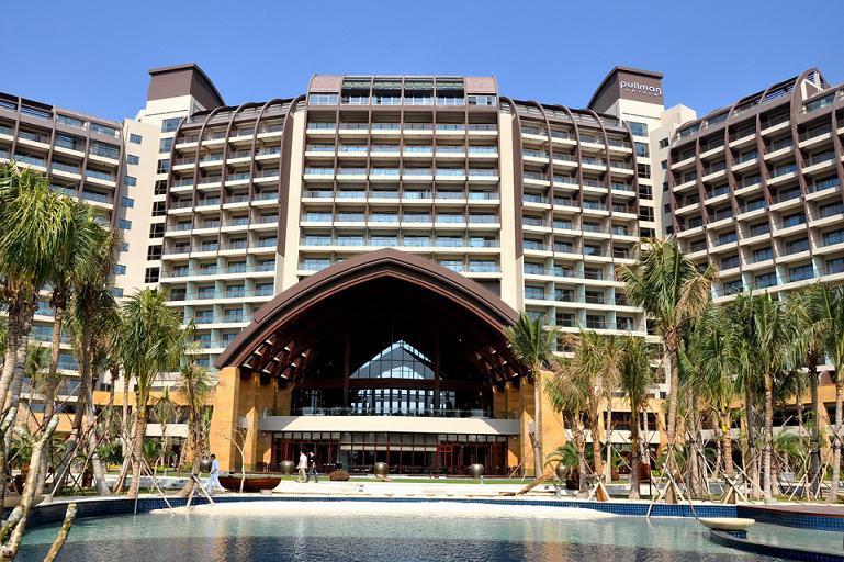 三亚湾海居铂尔曼度假大酒店