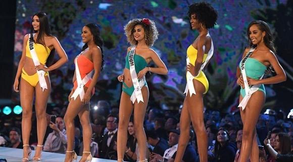 环球小姐选美大赛举行 佳丽泳装秀曼妙身姿
