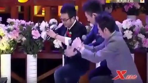 汪涵带天天兄弟单膝下跪迎接赵忠祥,网友看后直呼:祖师爷来了