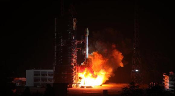 """中国""""一箭双星"""" 成功发射两颗北斗导航卫星"""
