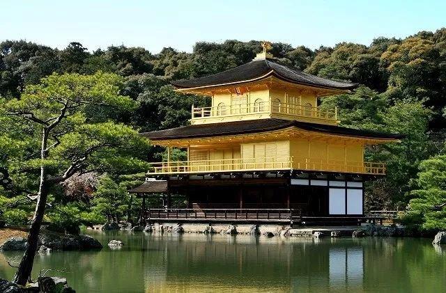 主要景点有:平安神宫,清水寺,金阁寺,银阁寺,天龙寺,二条城,北野天满