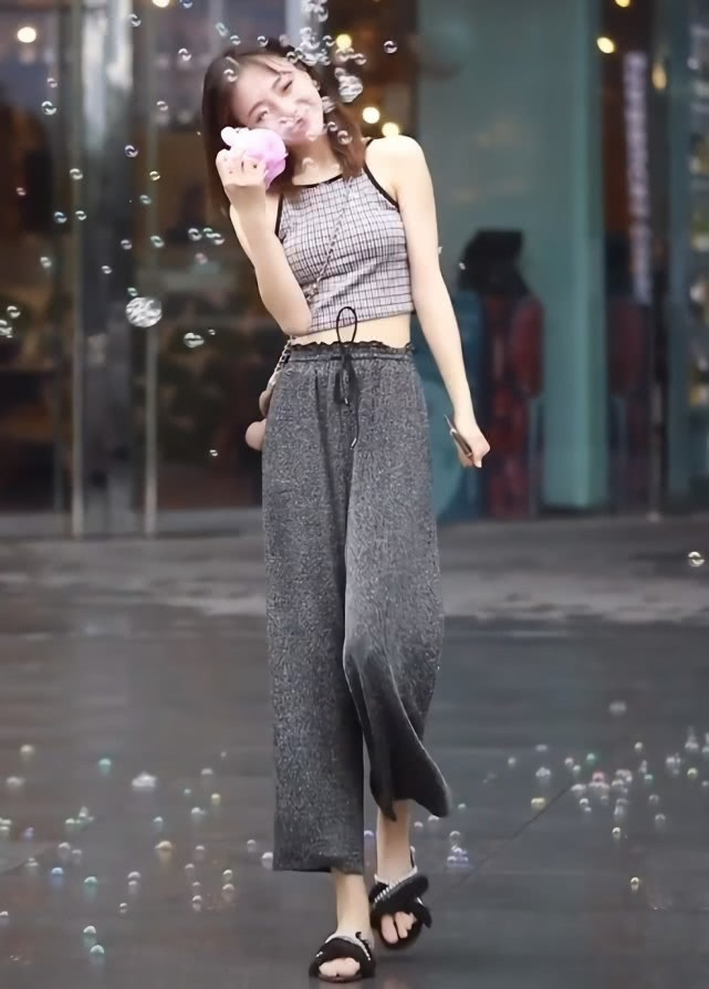 """潮人处流行""""磁石裤"""",时髦不说还贼显瘦的小姐姐插图(3)"""