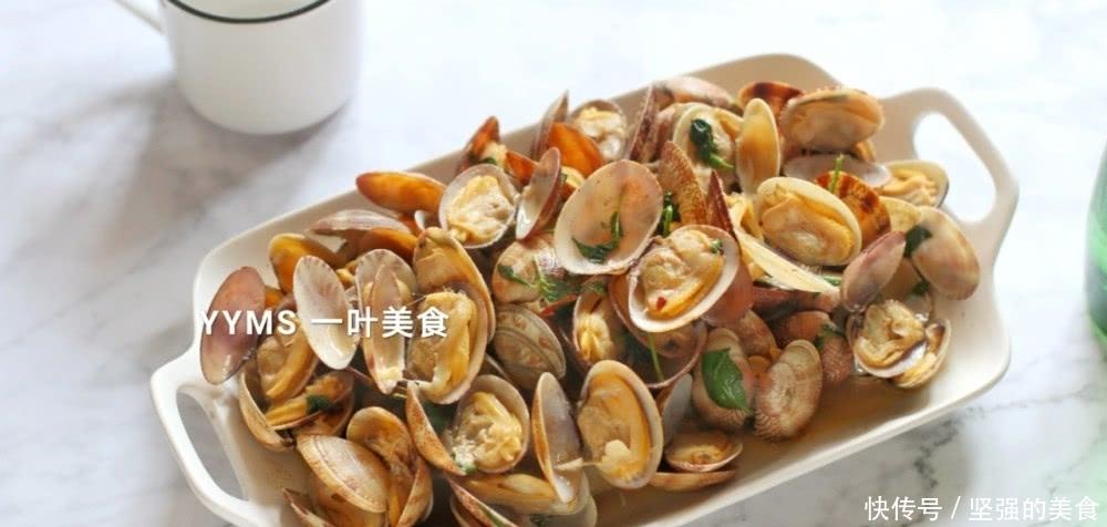 夏天,潮汕人炒蛤蜊,只需加上它,鲜香胜过各种酱,吃过忘不了