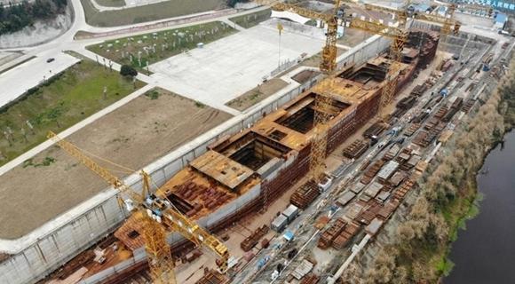 """耗资10亿建造的""""新泰坦尼克号""""轮廓初现"""