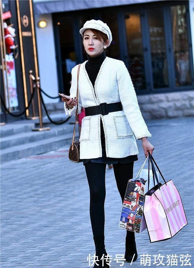 街拍:精致光彩的女生魅力裤打底,拥有a女生美女头像超拽吸烟紧身图片
