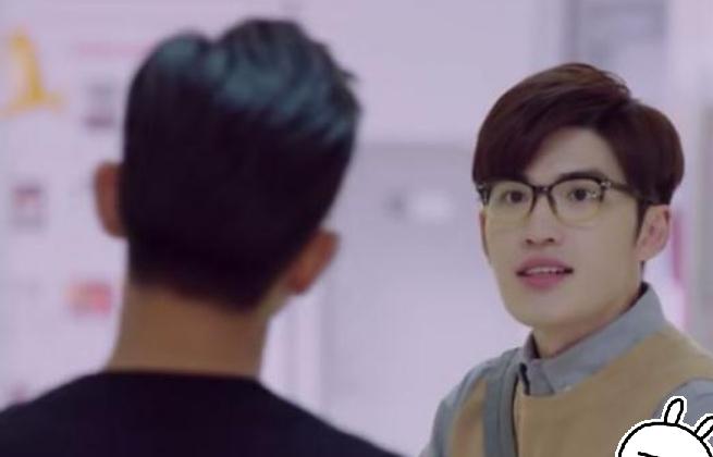 """有一种""""变脸""""叫郑辉换发型,看到""""证件照""""后,比李现还帅"""