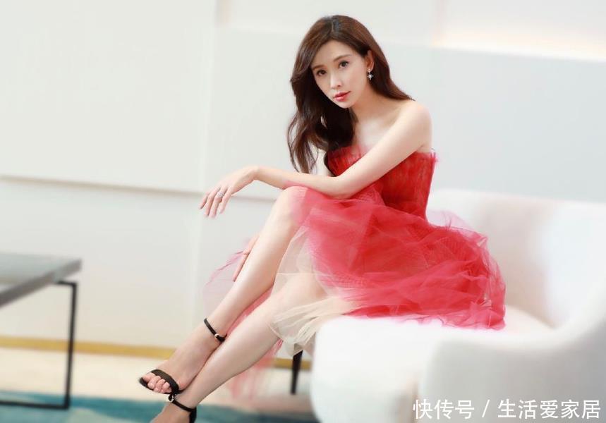 林志玲一袭红裙性感出席活动与头型握手v性感超佟大为那是什么老板图片