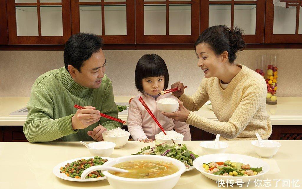 中国、美国、韩国宝宝吃饭的区别,为什么中国
