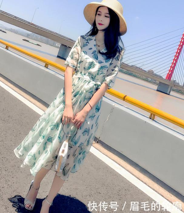 """夏末怎么穿才好看?赶流行的""""小香风""""连衣裙,摇身变成优雅女人"""