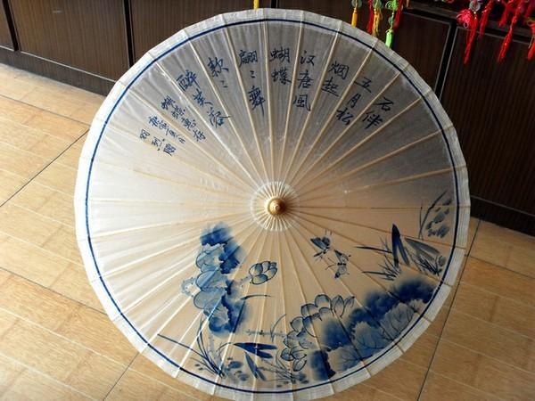 油纸伞除了是挡阳遮雨的日常用品外