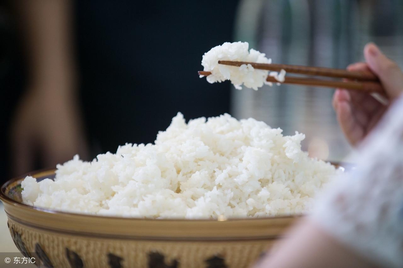 为什么中国人能用筷子吃米饭?外国网友的回答