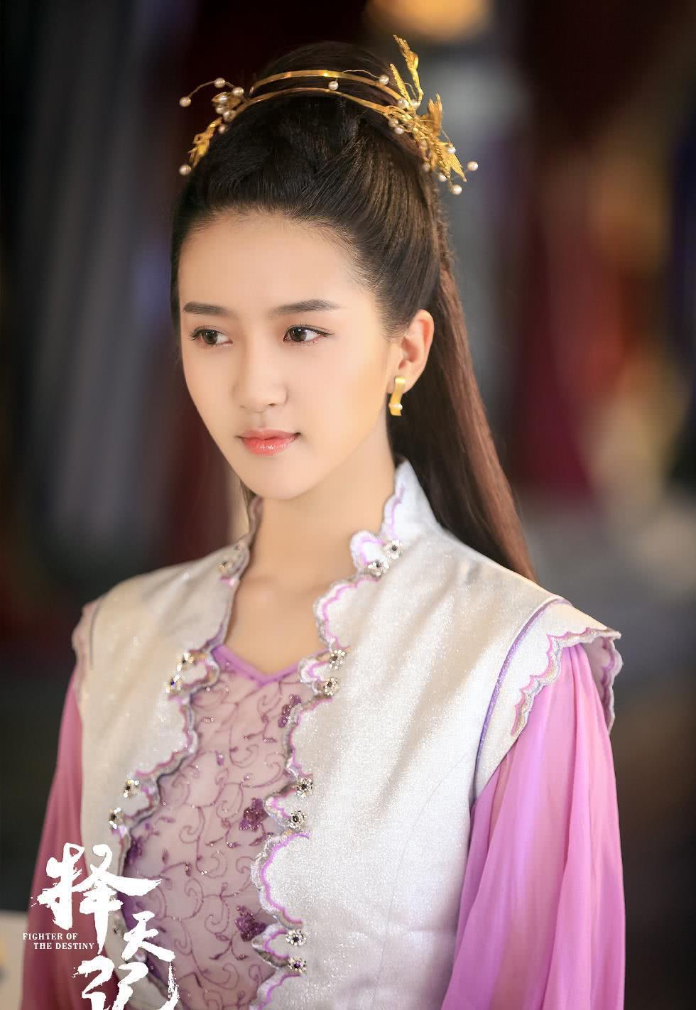 许龄月,92年出生于云南省曲靖市,中国内地影视女演员
