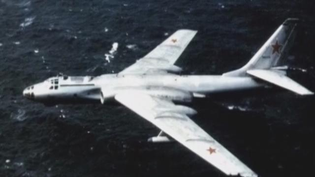 《军情解码》20170326轰-6美军航母前坠毁