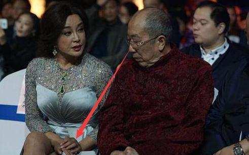 61岁刘晓庆、62岁潘虹、66岁斯琴高娃同台, 大爷眼神亮了 - 一同博 - 一同博DE空间