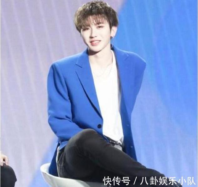 npc成员坐姿:王琳凯呆萌,蔡徐坤霸气,而他一眼就看出了年龄