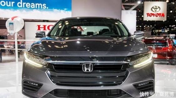 <b>本田被逼的没招了,新车颜值不输奔驰C级,15万起售,要火</b>
