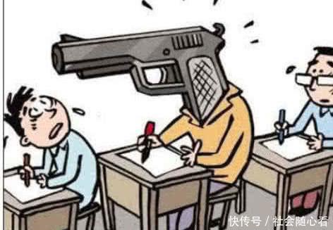 初中生作弊:写在指甲盖上不算啥,最后1个老师为初中作文的话题以晒图片