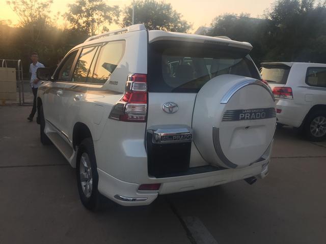 17款丰田霸道2700中东版配置动力参数尺寸最低价全国销售