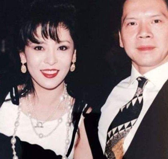 她才是向华强发妻,离婚后不仅被前夫养着,连向太也要叫她一声姐