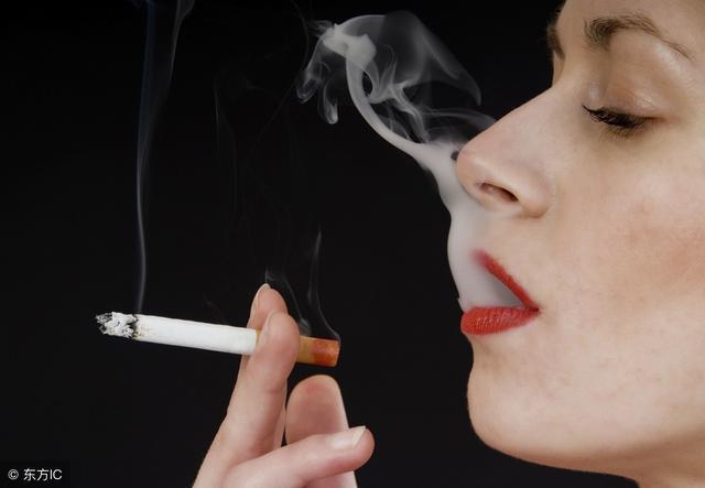 抽烟女�_娱乐会抽烟的女明星!angelababyj居然也会吸烟,喷烟的
