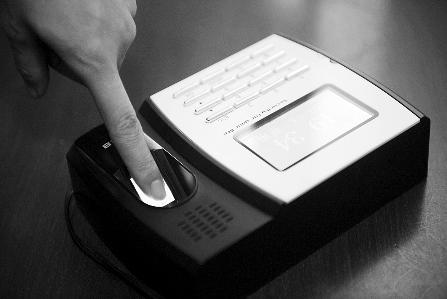 指纹打卡机是不少单位使用的考勤工具