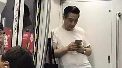 """独家求证""""局座召忠""""坐地铁照片他本人这么说"""