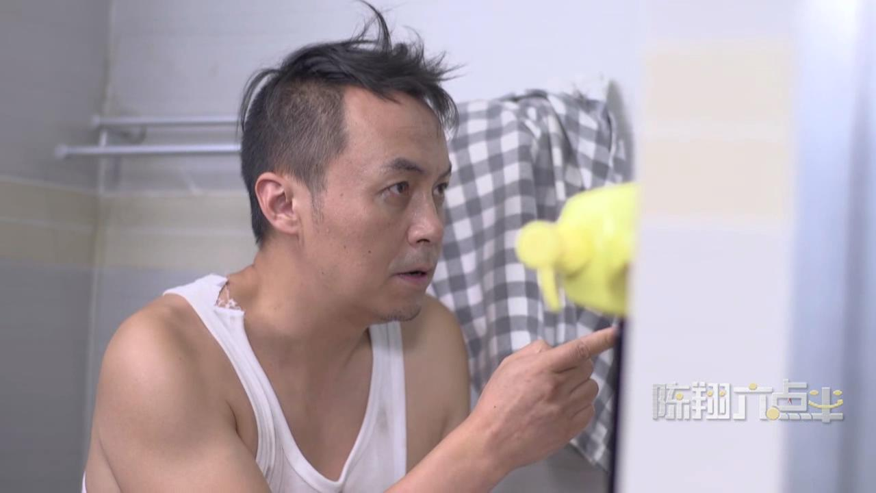 【陈翔六点半】原来男人都在公厕做这些事情!
