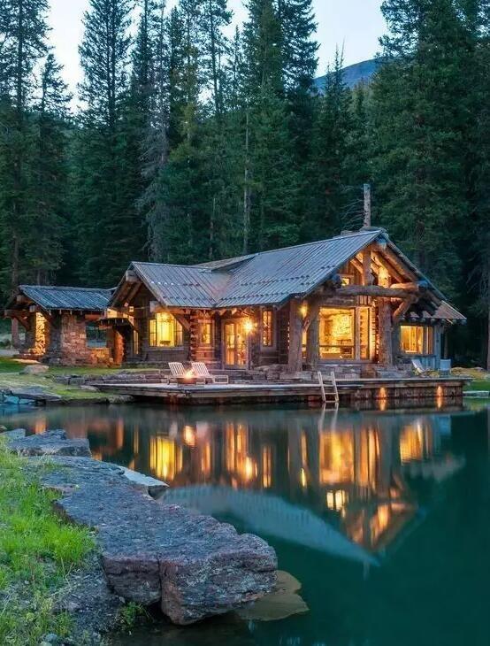 回乡村,造一栋森林中的房子,周围是茂密的森林,房前最好还有一汪溪水