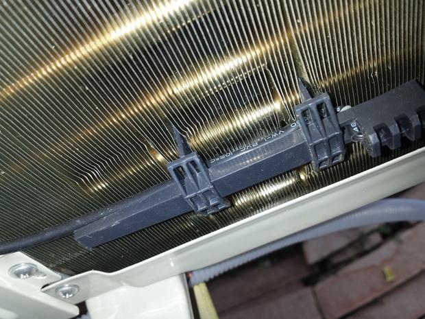 空调外机散热片上有条线是什么用途