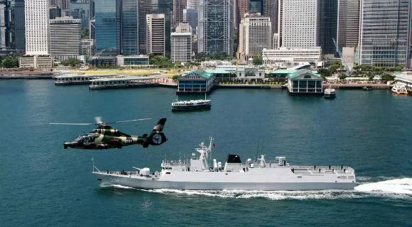 这艘常驻香港火力全开的军舰令人印象深刻