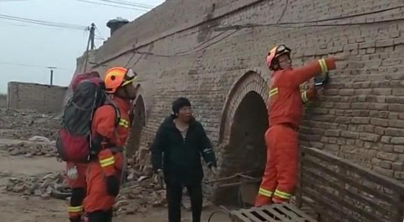 新疆伽师县连发多次地震 民众睡梦中被震醒